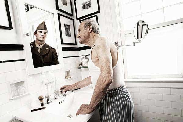美国摄影师Tom Hussey的作品《A Mirrored Memory》(镜中回忆)-6